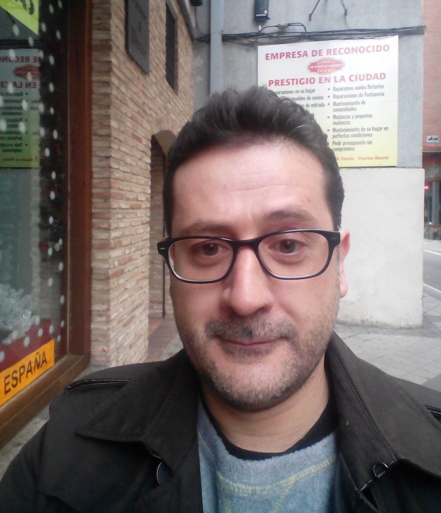 Ernesto mora atualmente na capital de Castela