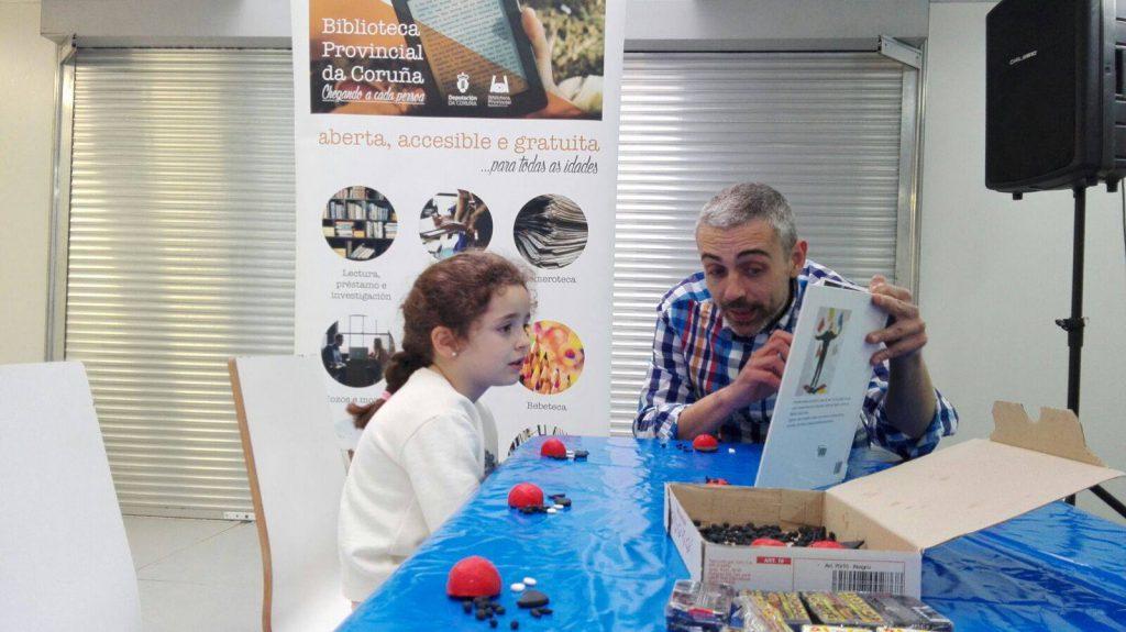 Na feira do livro de Compostela 2016, numa atividade de animação à leitura para crianças.