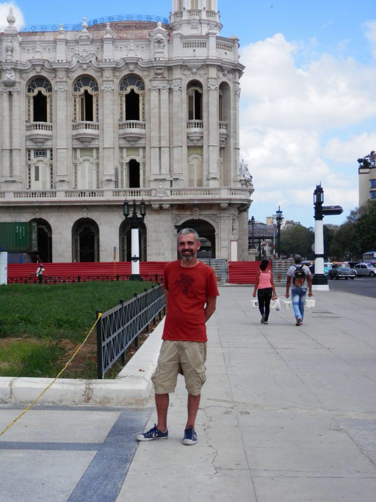 Na Havana em outubro do 2015, diante do Centro galego