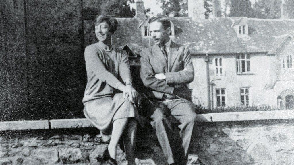 leonard-k-elmhirst-com-a-sua-esposa-dorothy-0