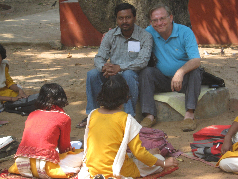 José Paz, em aulas ao ar livre em Santiniketon