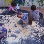 crianças a jogar numa escola Semente 3