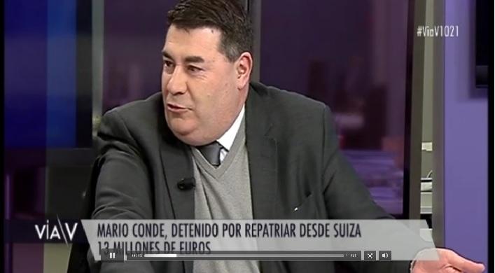 O professor Bastos numa tertúlia televisiva