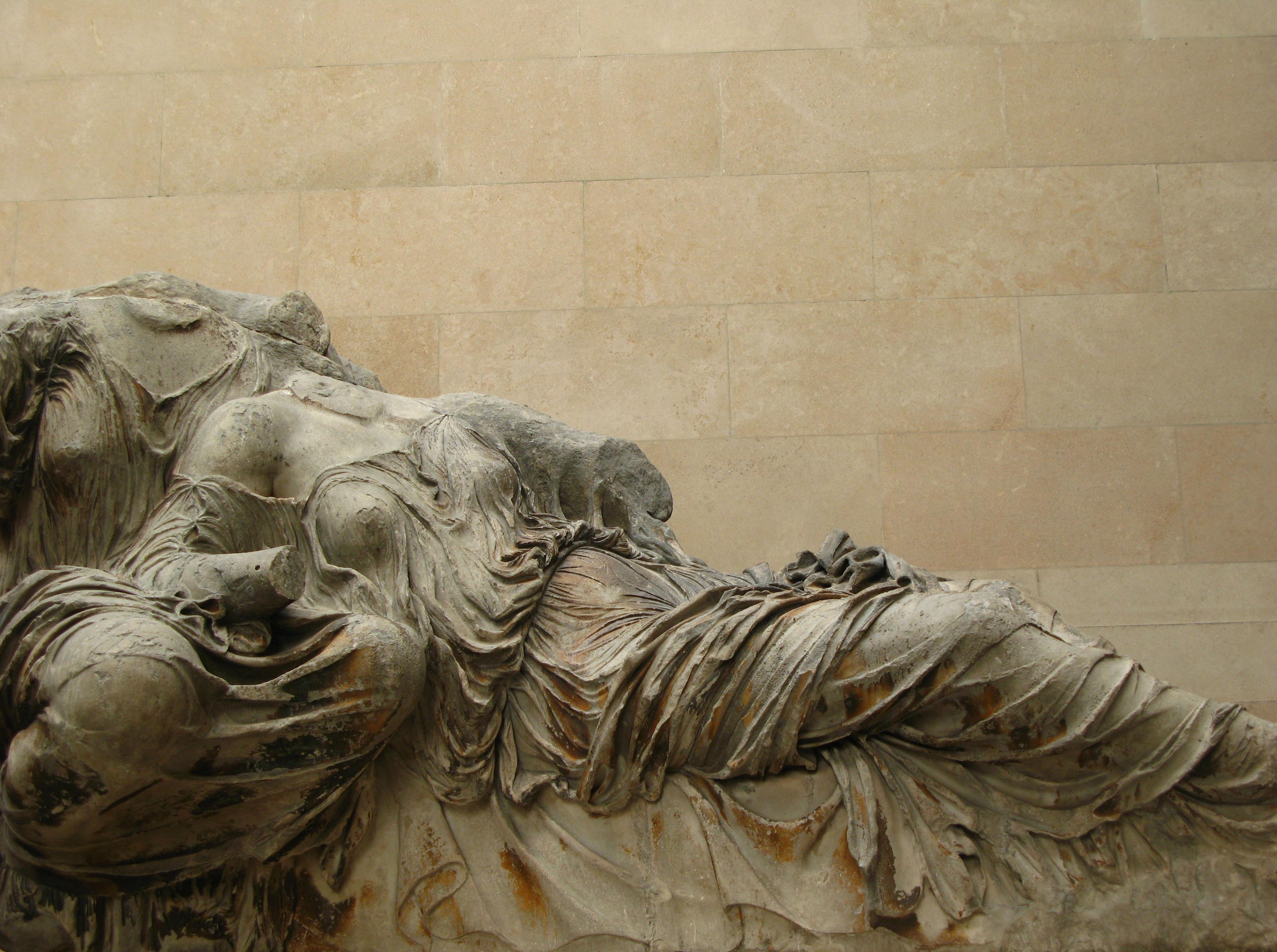 5º. A deusa Ártemis e a deusa Afrodita, quem observa a imersão nas ondas dos oceanos do carro da deusa Sémele.