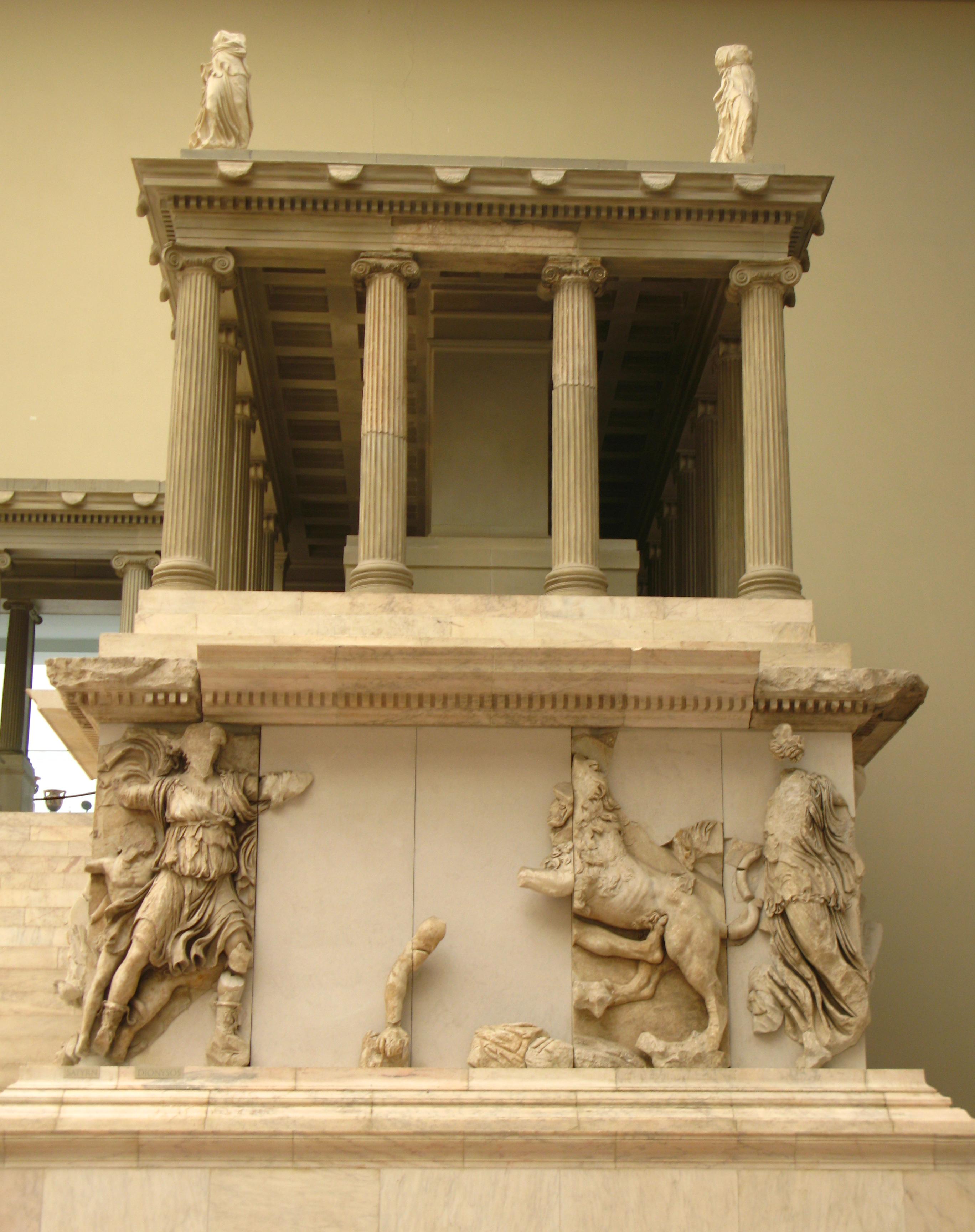 7º. Braço lateral direito do grande Altar de Pérgamo.
