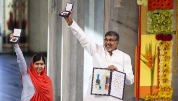 kailash-satyarthi-recebendo-com-malala-o-pnobel-da-paz-2014