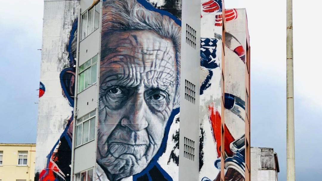 Mural da artista Lula Goce em Sada.